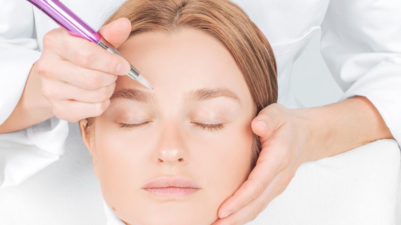 cómo lavarse las cejas después del microblading